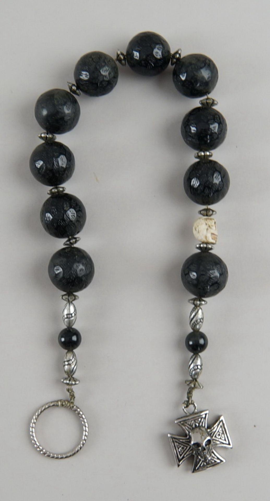 Faulenzer / Zehner Gebetskette mit Silberring und in Bein geschnitztem Totenkopf, kleinesKreuz mit