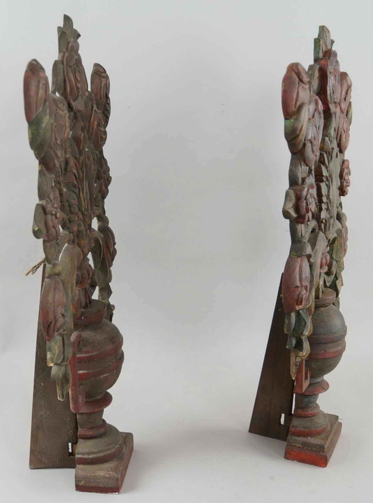 Paar bäuerliche Maiblumen / Altarvasen, Holz geschnitzt und gefasst, 63x35x13cm - Bild 5 aus 6