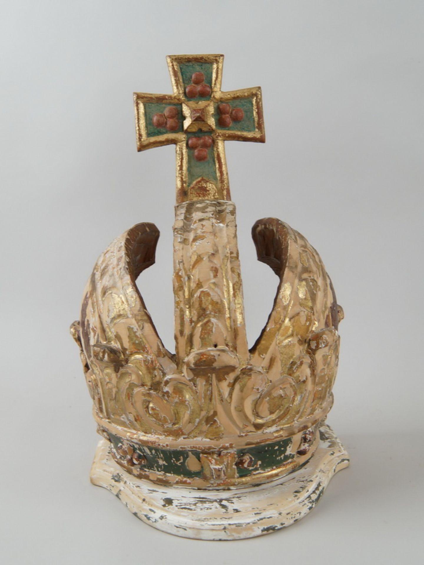 Prunkvolle Krone, Holz geschnitzt und gefasst/vergoldet, Fassung altersbedingt beschädigt,18. JH,