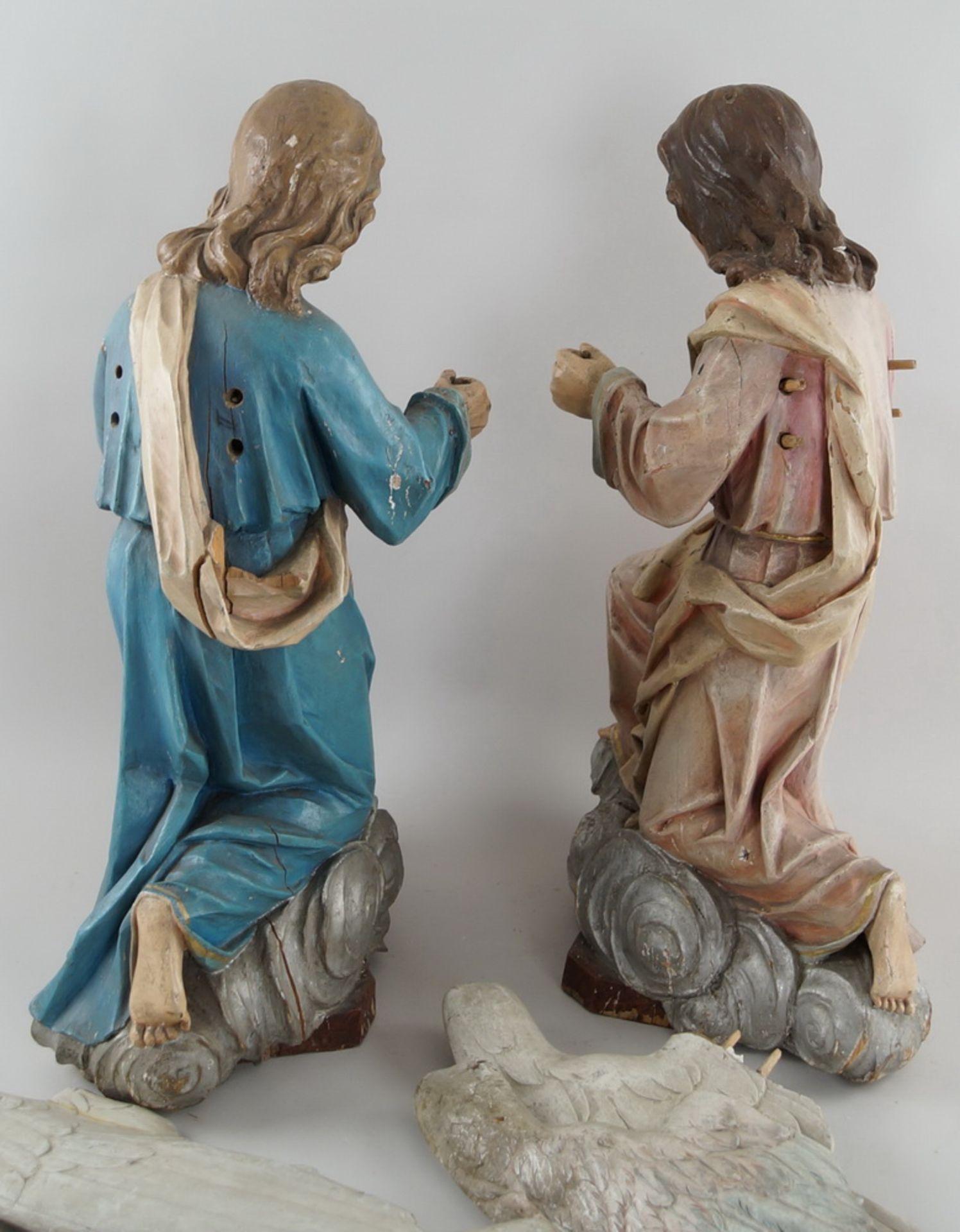 Zwei kniende Engel mit Flügel, 18. JH, Holz geschnitzt und gefasst, rest.-bed., H je 73cm - Bild 15 aus 15