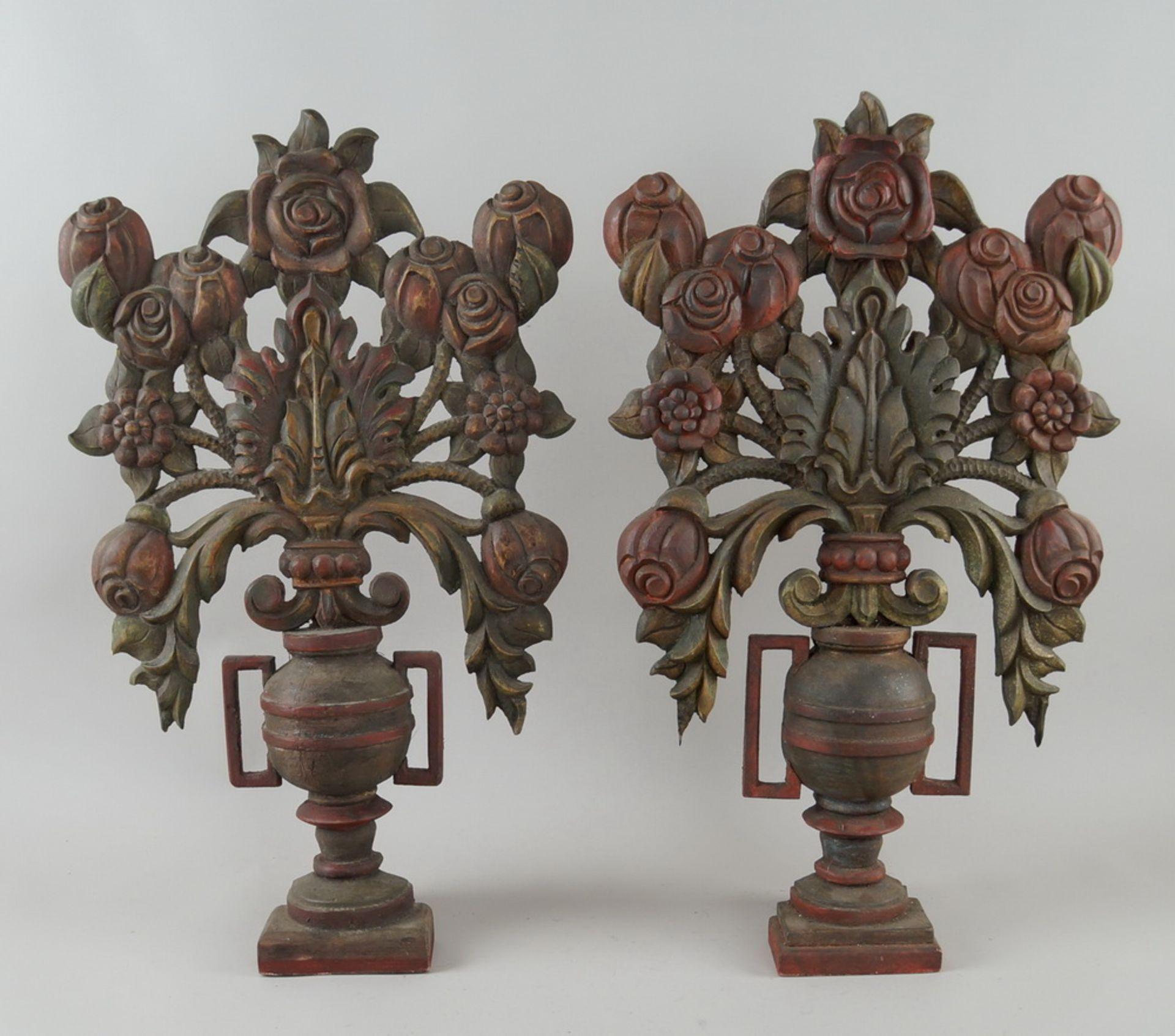 Paar bäuerliche Maiblumen / Altarvasen, Holz geschnitzt und gefasst, 63x35x13cm - Bild 2 aus 6