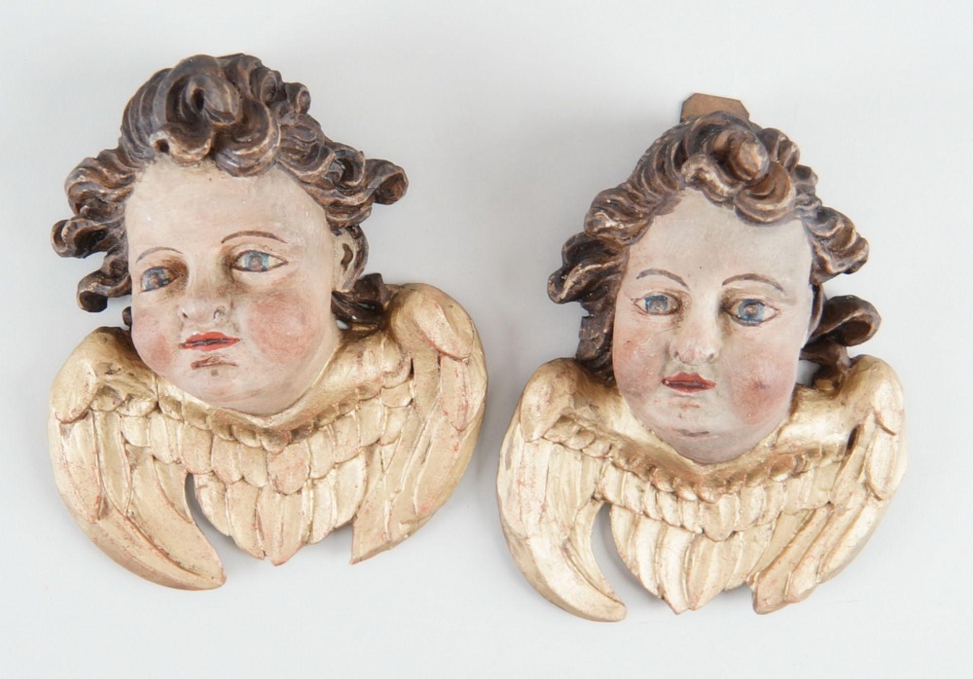 Paar Engelsköpfe mit Flügel, Holz geschnitzt und gefasst, 18. JH, rest., H ca. 20 cm - Bild 2 aus 5
