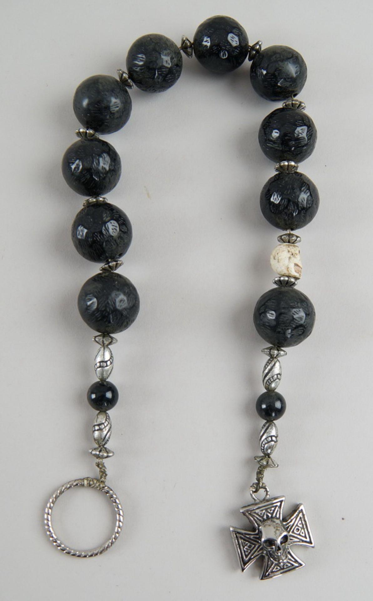 Faulenzer / Zehner Gebetskette mit Silberring und in Bein geschnitztem Totenkopf, kleinesKreuz mit - Bild 3 aus 4