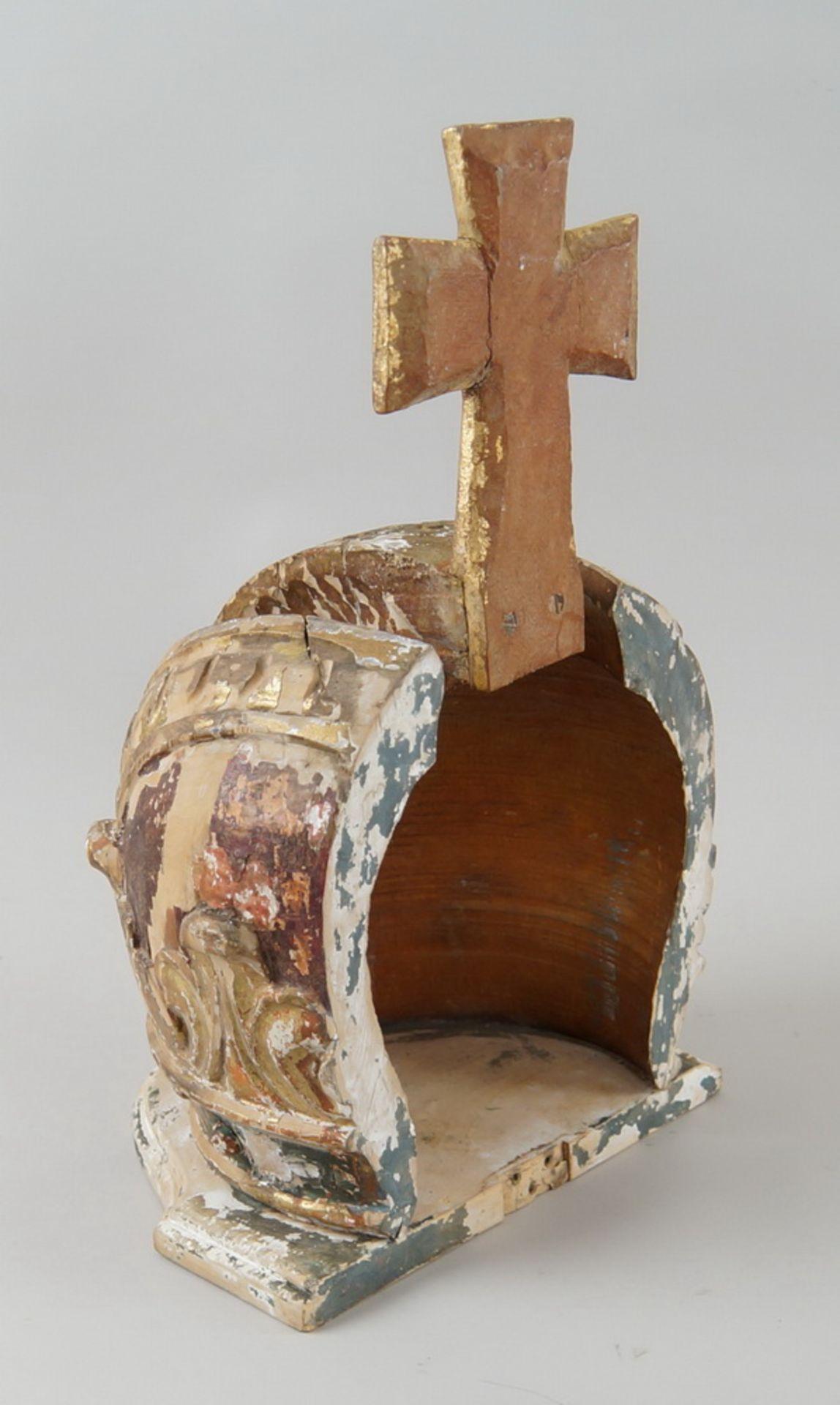 Prunkvolle Krone, Holz geschnitzt und gefasst/vergoldet, Fassung altersbedingt beschädigt,18. JH, - Bild 6 aus 6