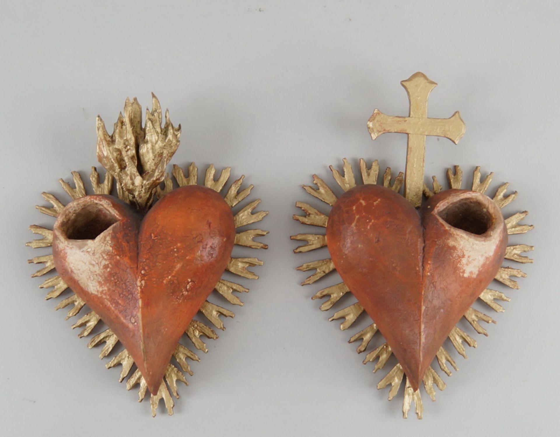 Los 35 - Herz Jesus und Herz Maria, Holz geschnitzt und gefasst, vergoldet, je ca. 26x19cm