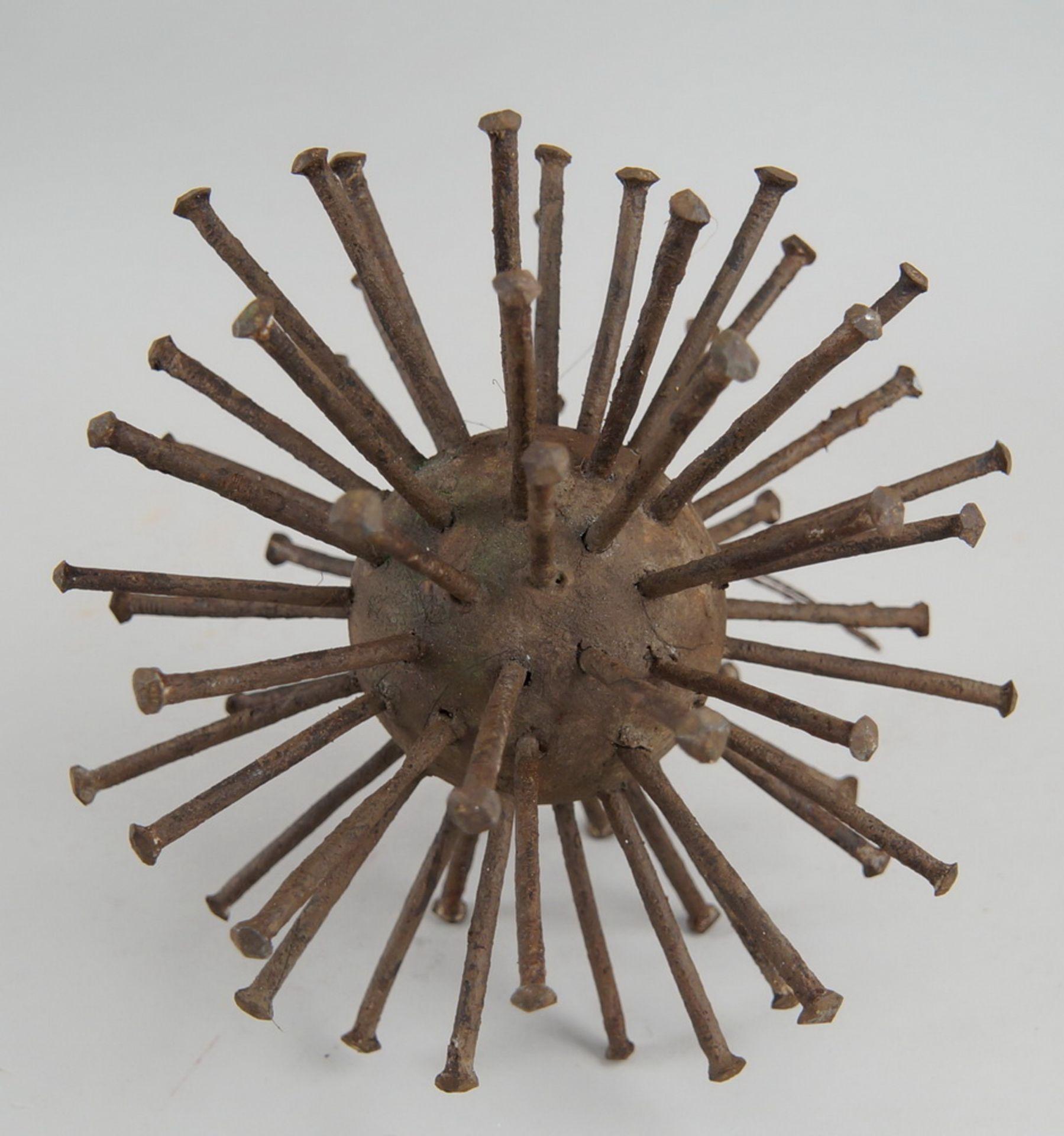 Grosse Votivgabe in Form eines Sternes, zur Abwehr von Krankheiten, mit Eisenstacheln,Durchmesser 18 - Bild 5 aus 5