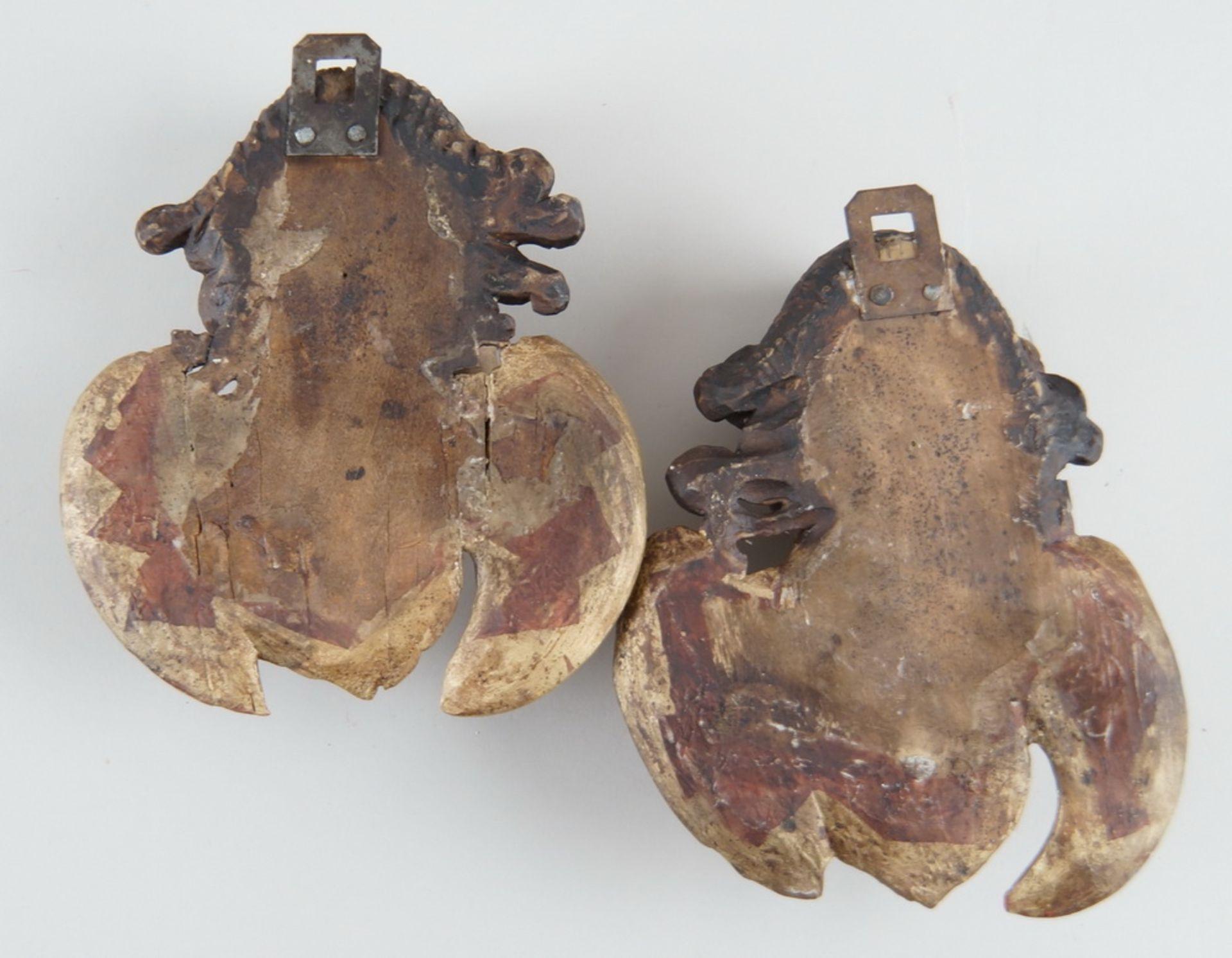 Paar Engelsköpfe mit Flügel, Holz geschnitzt und gefasst, 18. JH, rest., H ca. 20 cm - Bild 5 aus 5