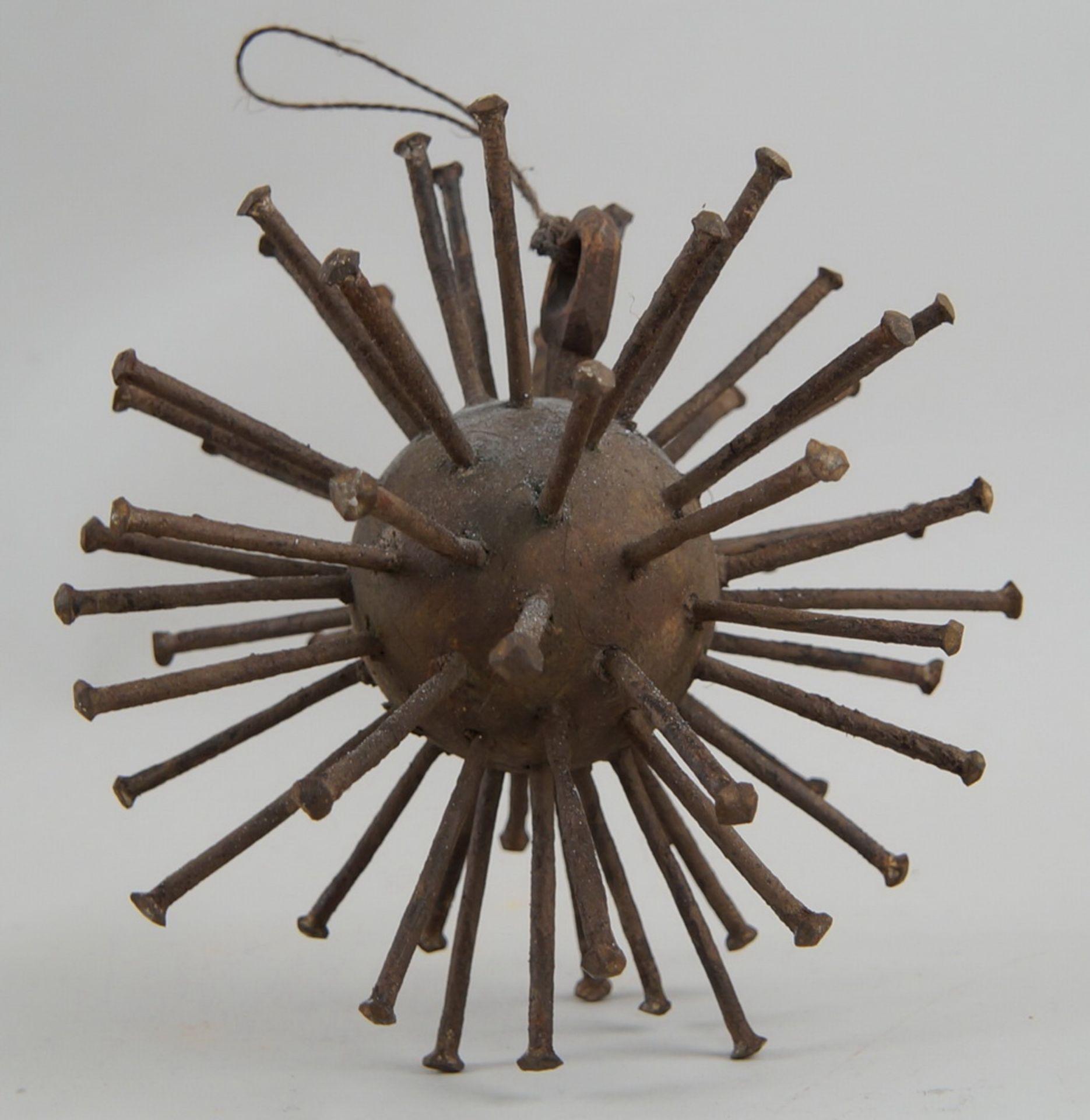 Grosse Votivgabe in Form eines Sternes, zur Abwehr von Krankheiten, mit Eisenstacheln,Durchmesser 18 - Bild 3 aus 5