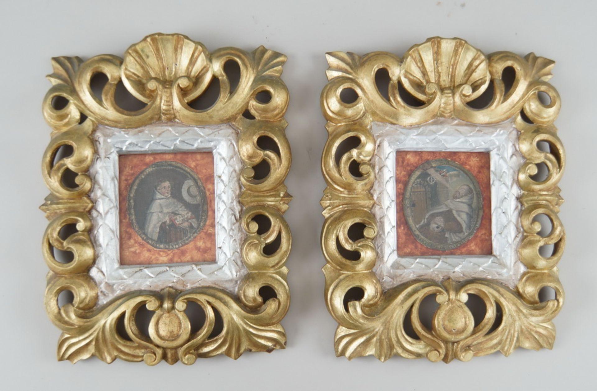 Paar sakrale Darstellungen hinter Glas mit prunkvoll geschnitztem Rahmen aus Holz mitFassung, je - Bild 2 aus 5