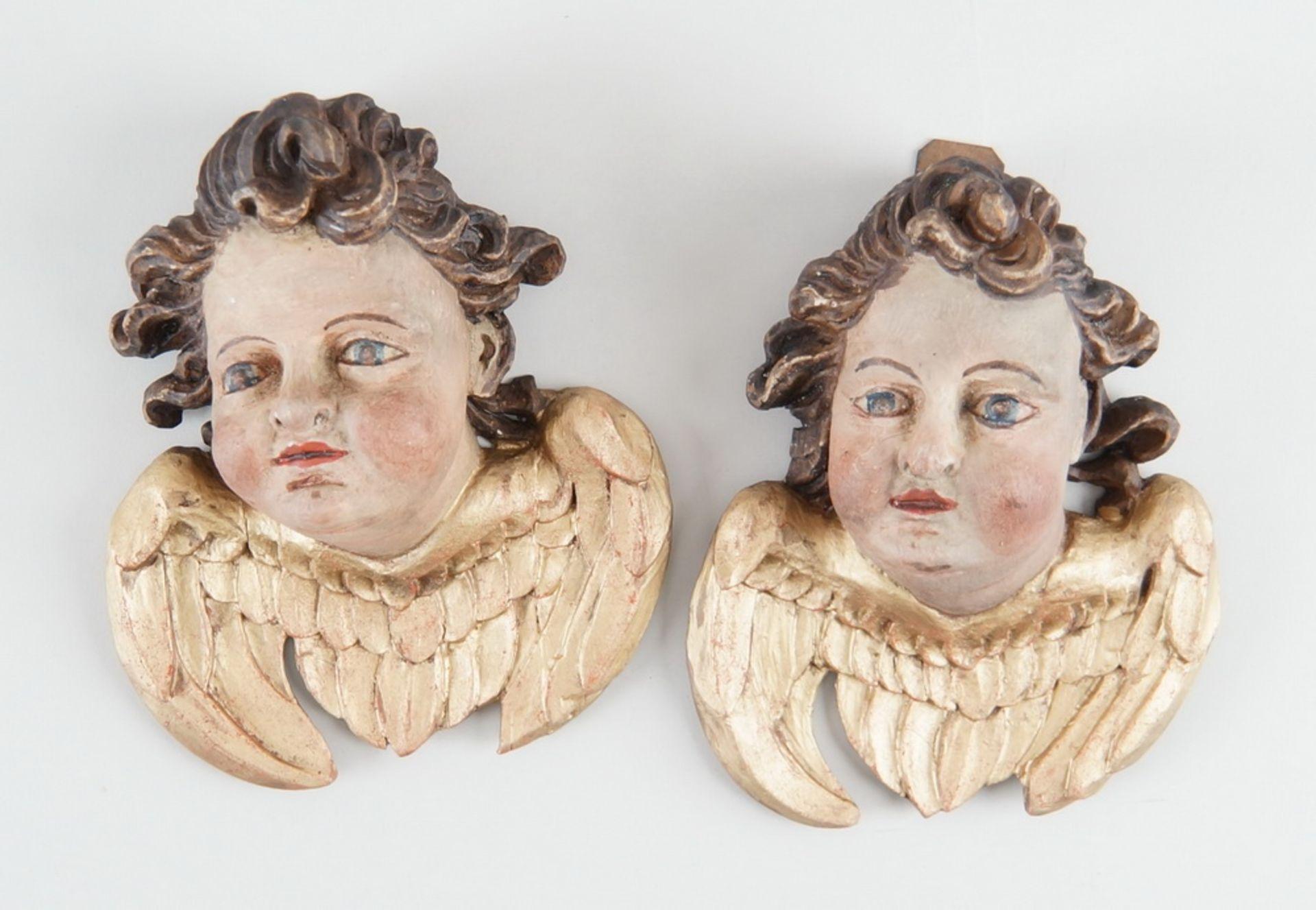 Paar Engelsköpfe mit Flügel, Holz geschnitzt und gefasst, 18. JH, rest., H ca. 20 cm