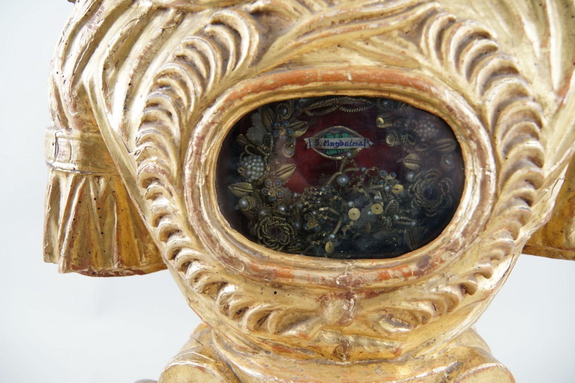 Prunkvolle Reliquienskulptur, Büste auf prächtigem Sockel, Holz geschnitzt, gefasst und - Bild 5 aus 9