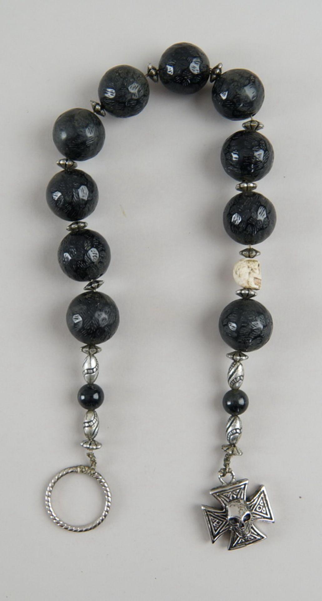 Faulenzer / Zehner Gebetskette mit Silberring und in Bein geschnitztem Totenkopf, kleinesKreuz mit - Bild 2 aus 4