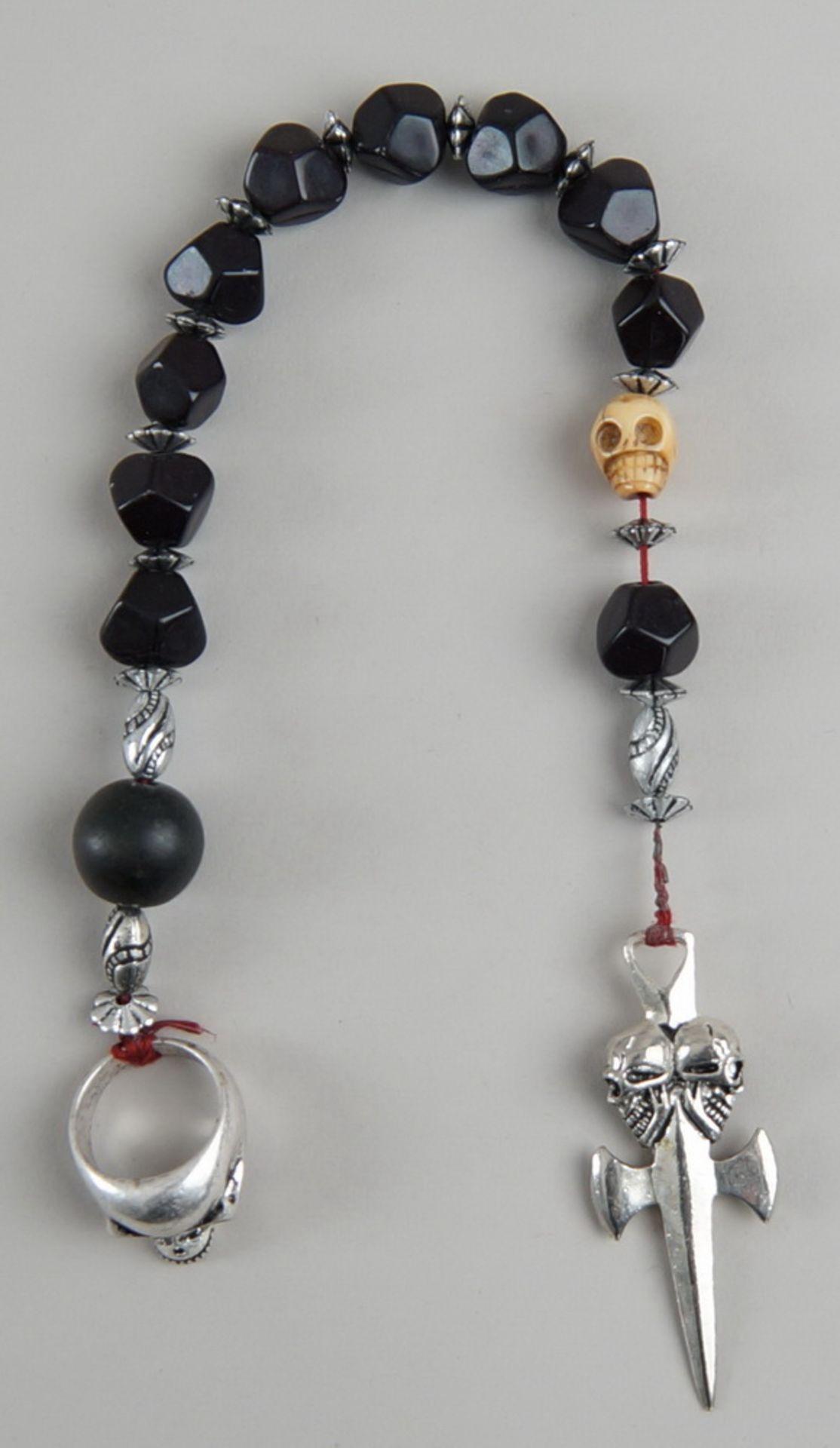 Los 26 - Faulenzer / Gebetskette mit Silberring und Totenkopf, kleines Kreuz, L 38cm