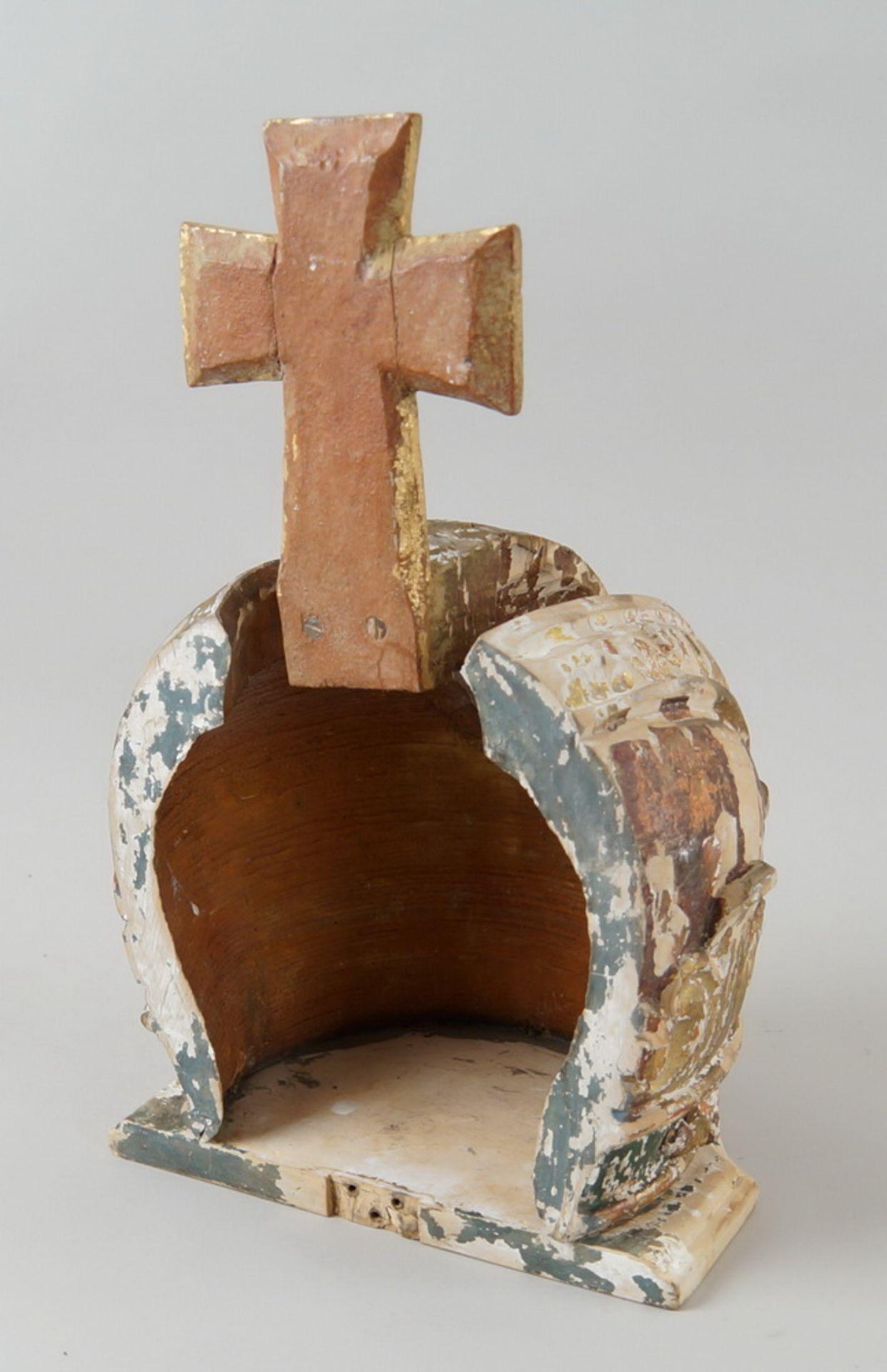 Prunkvolle Krone, Holz geschnitzt und gefasst/vergoldet, Fassung altersbedingt beschädigt,18. JH, - Bild 5 aus 6