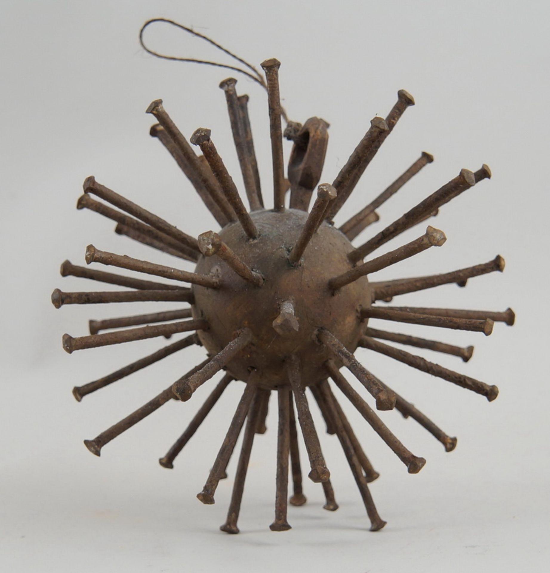 Grosse Votivgabe in Form eines Sternes, zur Abwehr von Krankheiten, mit Eisenstacheln,Durchmesser 18