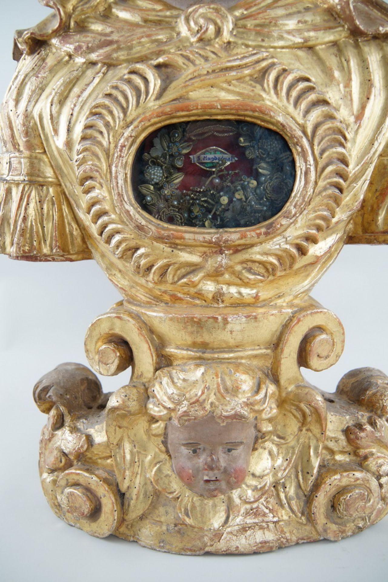 Prunkvolle Reliquienskulptur, Büste auf prächtigem Sockel, Holz geschnitzt, gefasst und - Bild 4 aus 9