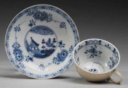 Marcolini-Tasse und Untertasse mit Blaumalerei