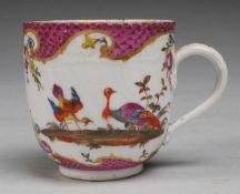 """Historische Meissener """"Punktzeit""""-Tasse mit Vogelmalerei"""