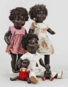 Fünf Charakter-PuppenMasse und Kunststoff. Charakterköpfe meist mit geöffneten Mündern und braunen