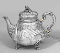 Qualitätvolle Teekanne im Rokokostil