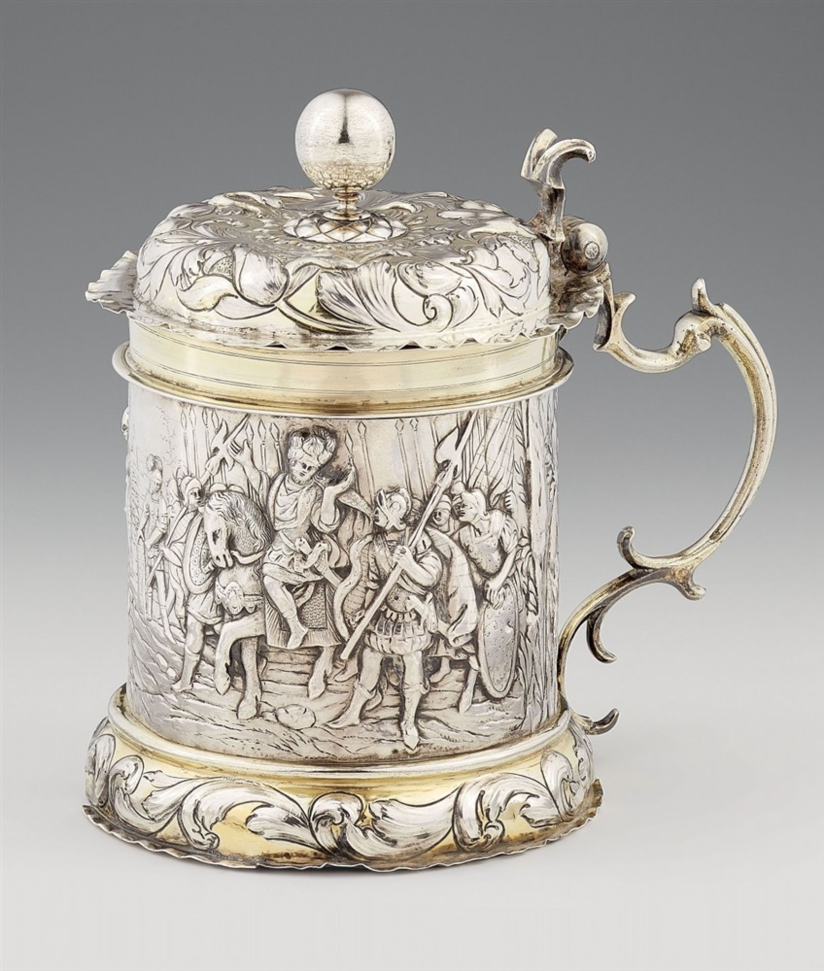 Los 707 - An Augsburg Baroque silver tankardSilver; partly gilded. Parcel-gilt silver tankard with a domed