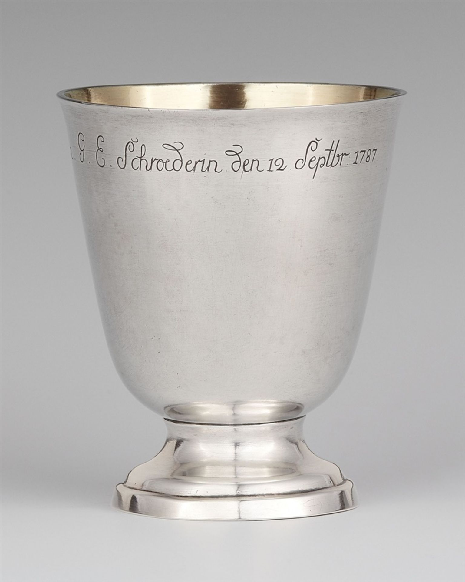 Los 753 - A Kassel silver beakerSilver. A cylindrical beaker on a waisted foot, the rim engraved with a