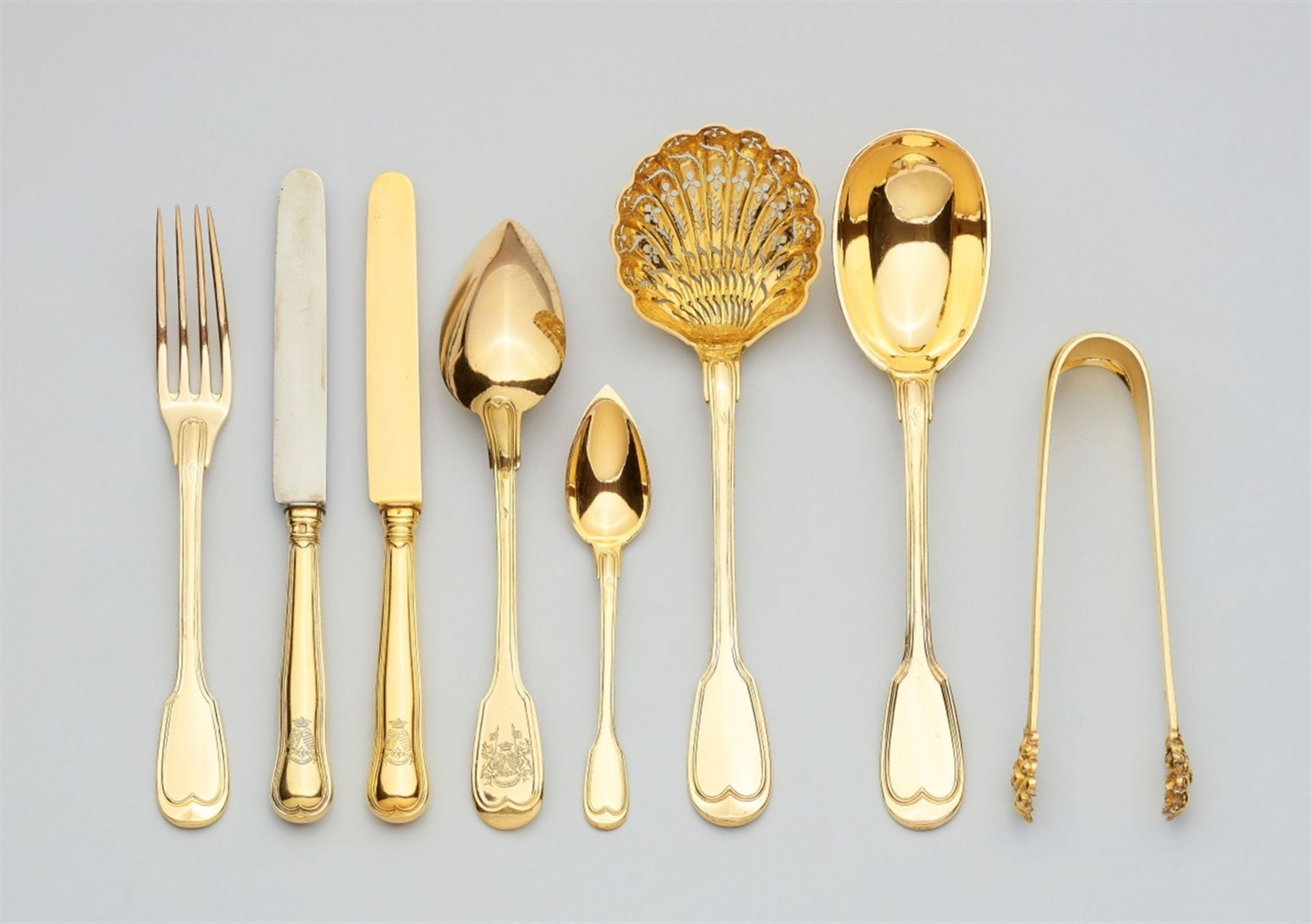 Los 713 - A Parisian silver dessert cutlery set in the original caseSilver; gold-plated. A 121 piece set of