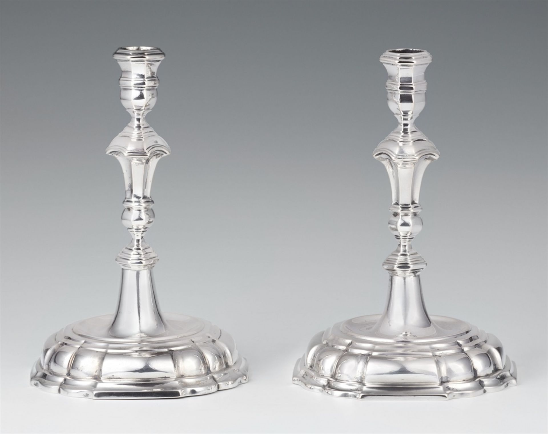 Los 739 - A pair of Lower Saxon silver candlesticksSilver. Baluster-form shafts issuing from square bases.