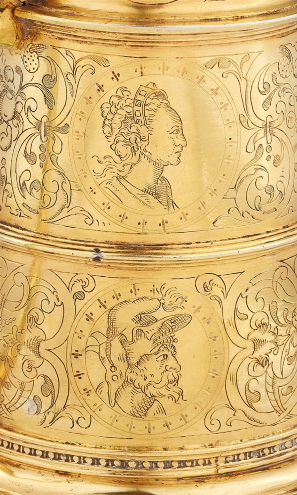 Los 700 - A Renaissance silver tankardSilver-gilt tankard with a smooth base and scrolling handle. With a