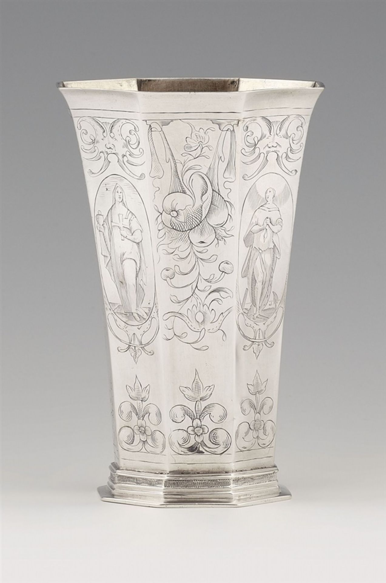 Los 750 - A large Hamburg silver beakerSilver. Tapering beaker of octagonal section decorated throughout