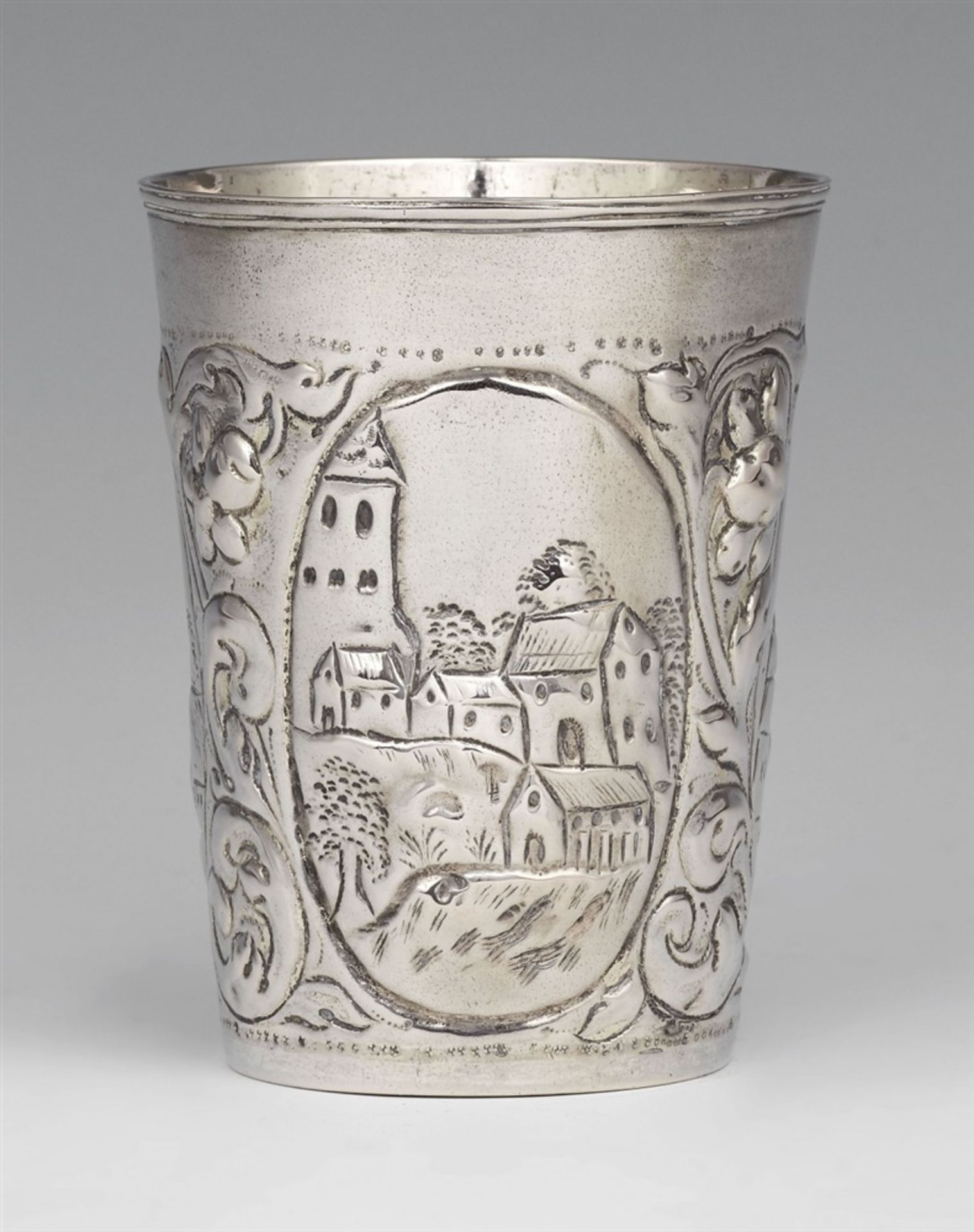 Los 746 - A Leipzig Baroque silver beakerSilver; gilded inside. Tapering cylindrical beaker with gilt