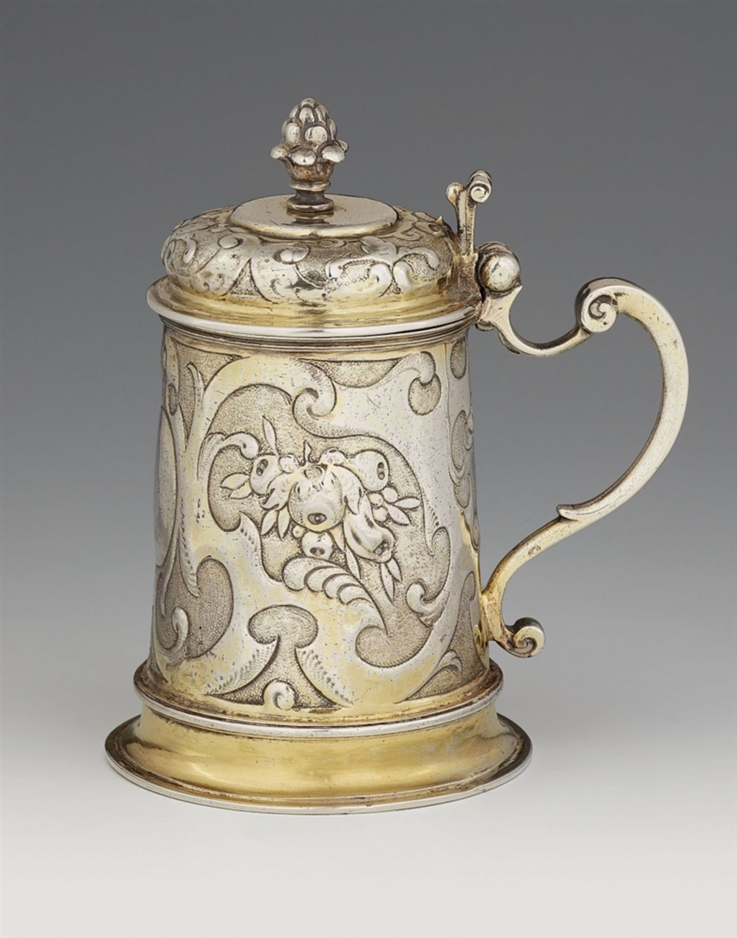 Los 722 - A small Augsburg silver tankardSilver; gold-plated. A silver-gilt tankard of tapering cylindrical