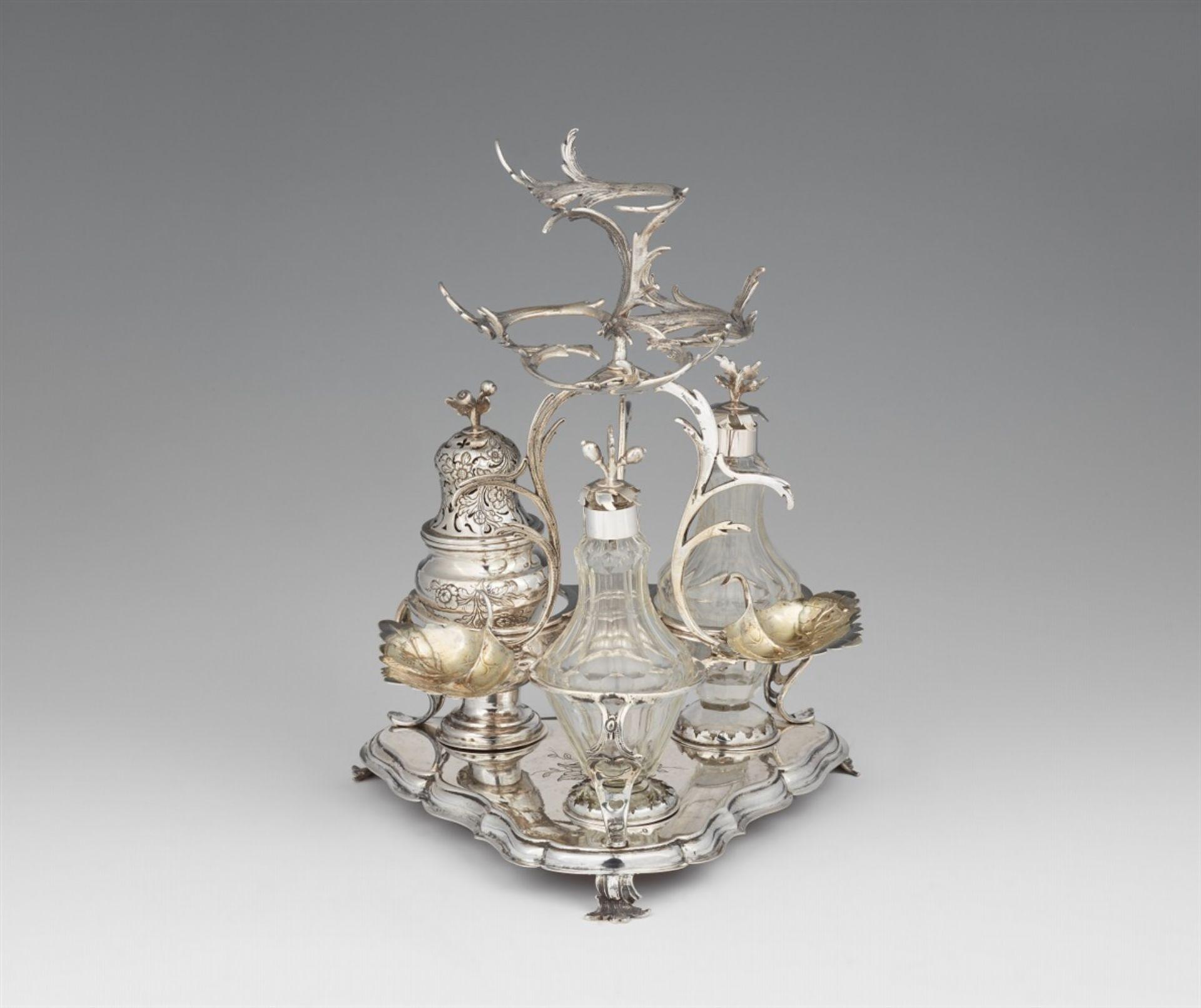 Los 734 - An Augsburg Rococo silver cruet setSilver; glass flacons. Silver cruet set with two silver mounted