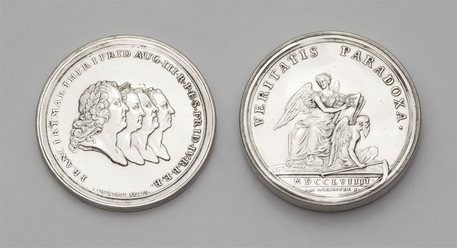Los 735 - A silver medallion commemorating the Peace of HubertusburgSilver. Hollow medallion with portraits of
