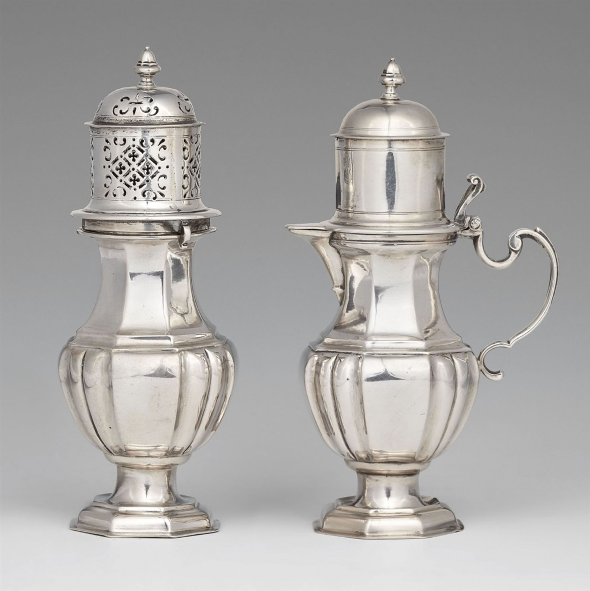 Los 727 - An Augsburg silver cream garnitureSilver; inside with remnants of gilding. Silver tea set with