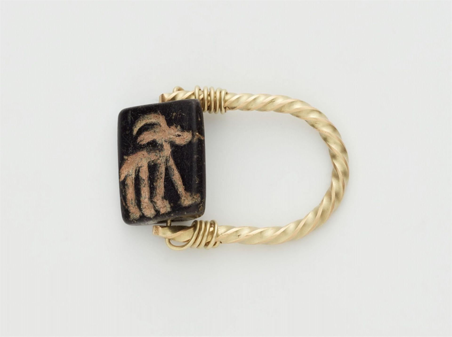 Ring mit altorientalischem Siegel