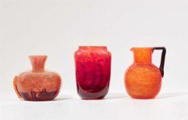 Deux vases et un pichet