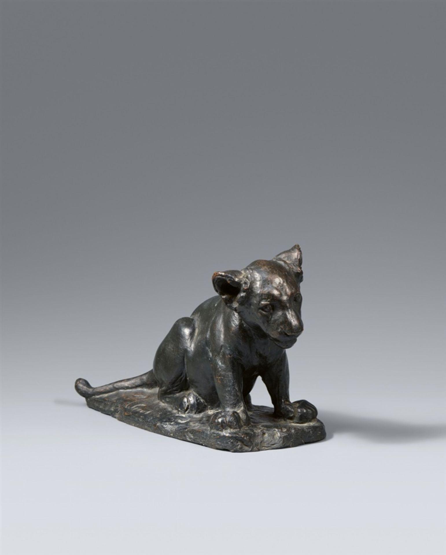 August GaulSitzender junger Löwe (Dusselchen) - Bild 2 aus 2