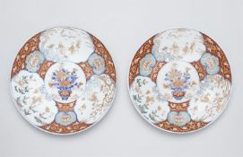 Paar große Imari-Teller. Arita. 19. Jh.