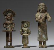 Drei Bhuta-Figuren. Kupferlegierung. Süd-Indien, Karnataka, Tulu. 19. Jh.