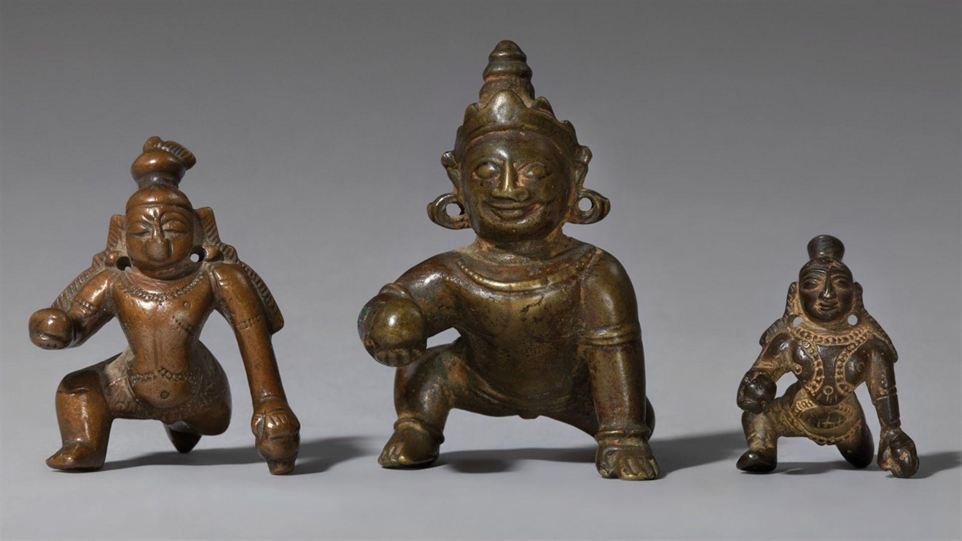 Drei Figuren des Balakrishna. Kupferlegierung. Süd-Indien, Tamil Nadu. 18./19. Jh.