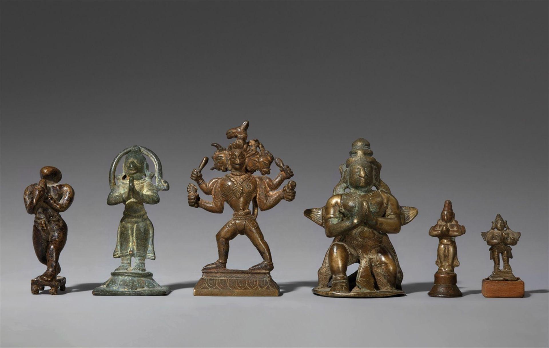 Sechs Figuren des Garuda und des Hanuman. Indien, meist Maharashtra. 18./19. Jh.
