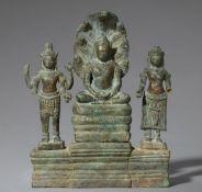 Mahayana-Trias. Bronze. Kambodscha. Bayon. Ende12./ frühes 13. Jh.