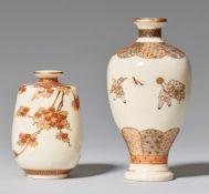 Zwei sehr kleine Satsuma-Vasen. Wohl Kyoto. Frühes 20. Jh.