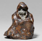 Wurzelholzfigur eines sitzenden Daruma. 19./frühes 20. Jh.