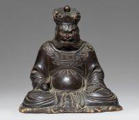 Sitzender Höllenkönig (Enma-o). Holz. Meiji-Zeit, spätes 19. Jh.