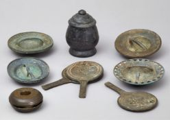 Konvolut von neun Bronzeteilen. Kambodscha. 18./19. Jh.