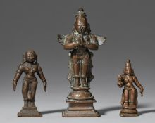 Drei kleine Figuren. Bronze. Süd-Indien. Wohl 19. Jh.