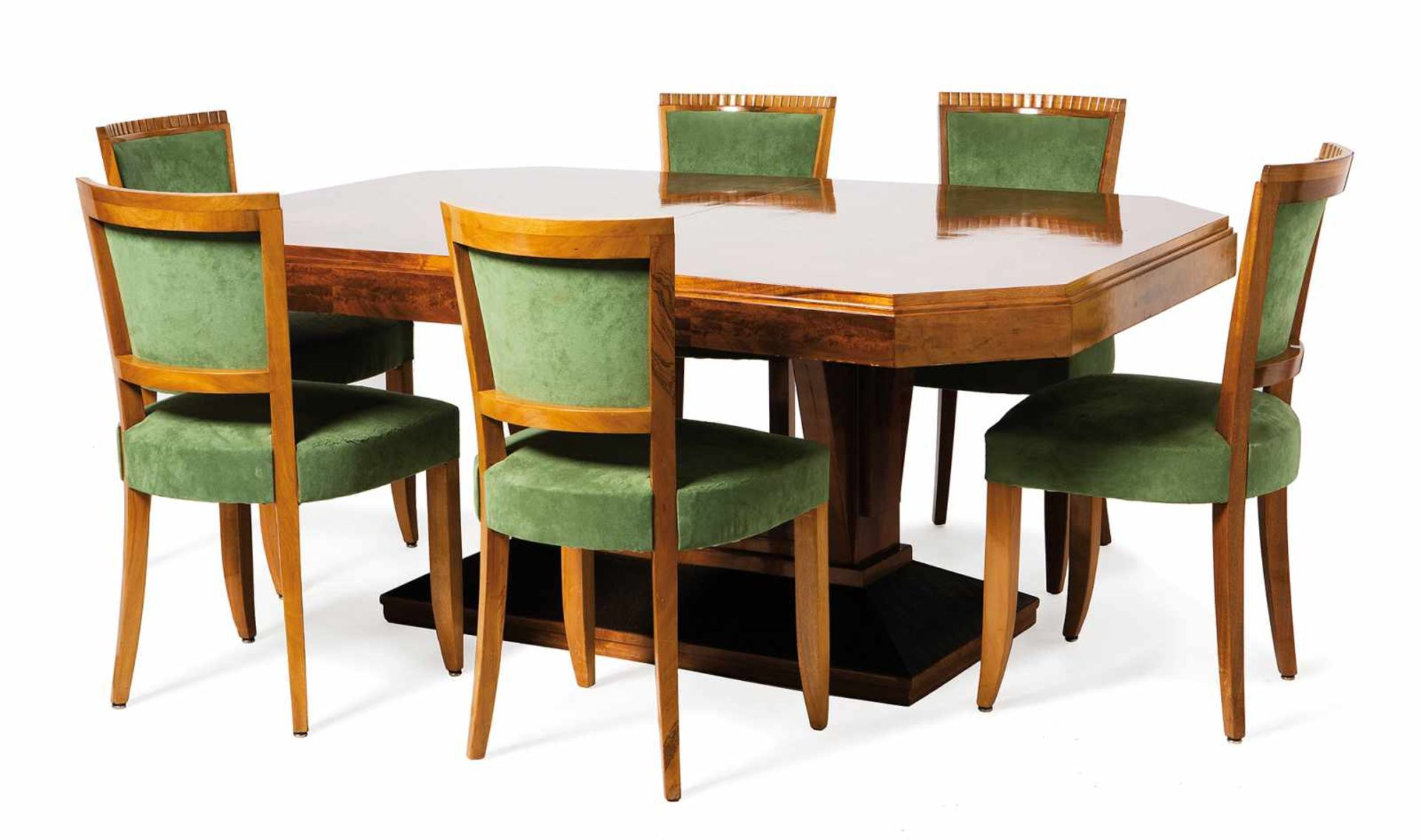 Los 54 - Light mahogany veneered wooden table and eight chairs. France. Art Deco. Circa 1930.