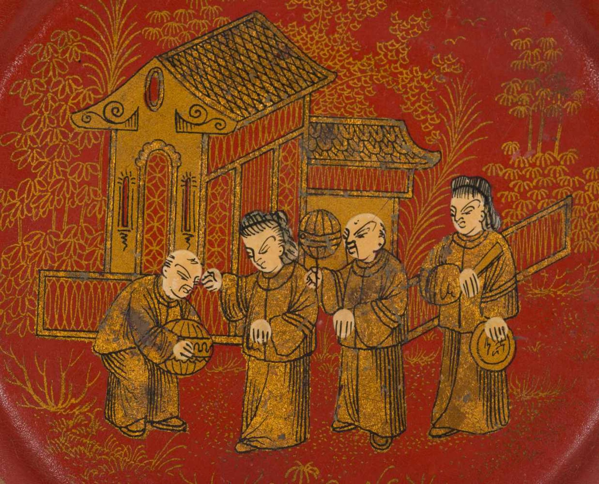 Los 41 - A rare Dy red and gilt lacquer saucer dish. China. Qing dynasty (1644-1912)With a scene with fo